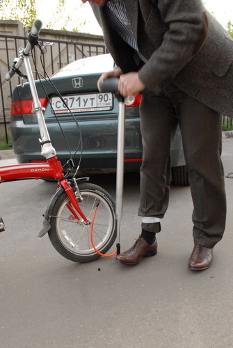 Сделан велосипед хорошо, всё продумано.  Ко мне он пришёл с установленными крыльями, брызговиками...