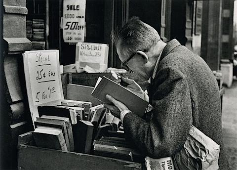 Andre Kertesz. On Reading