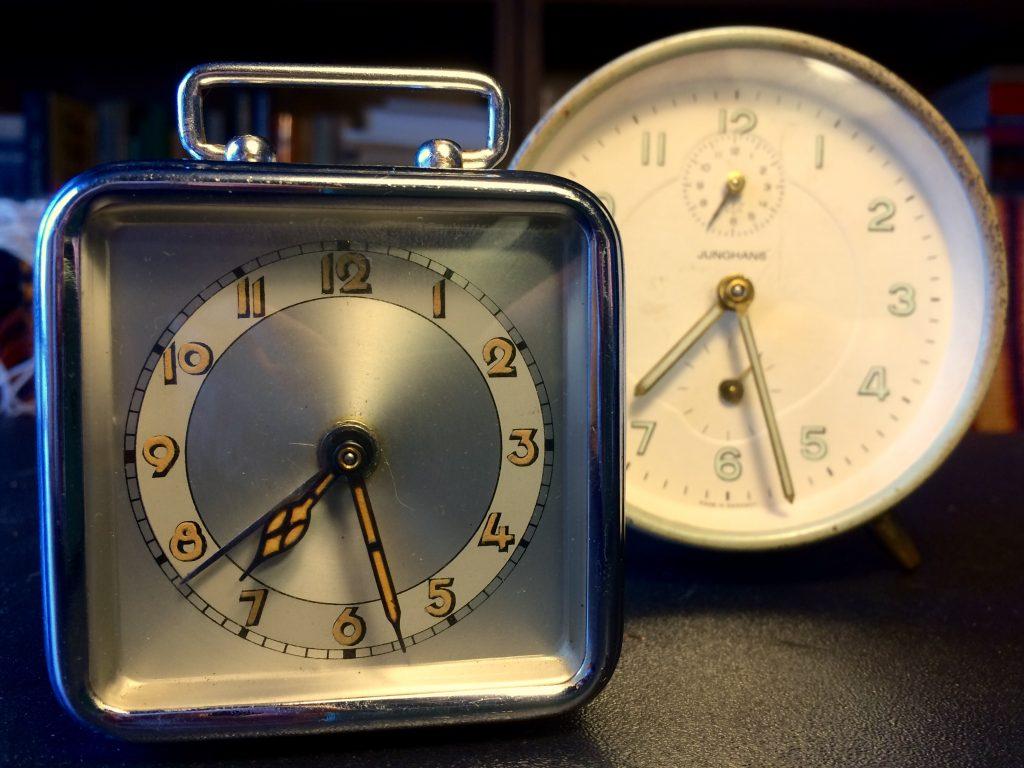 Часы будильник Junghans