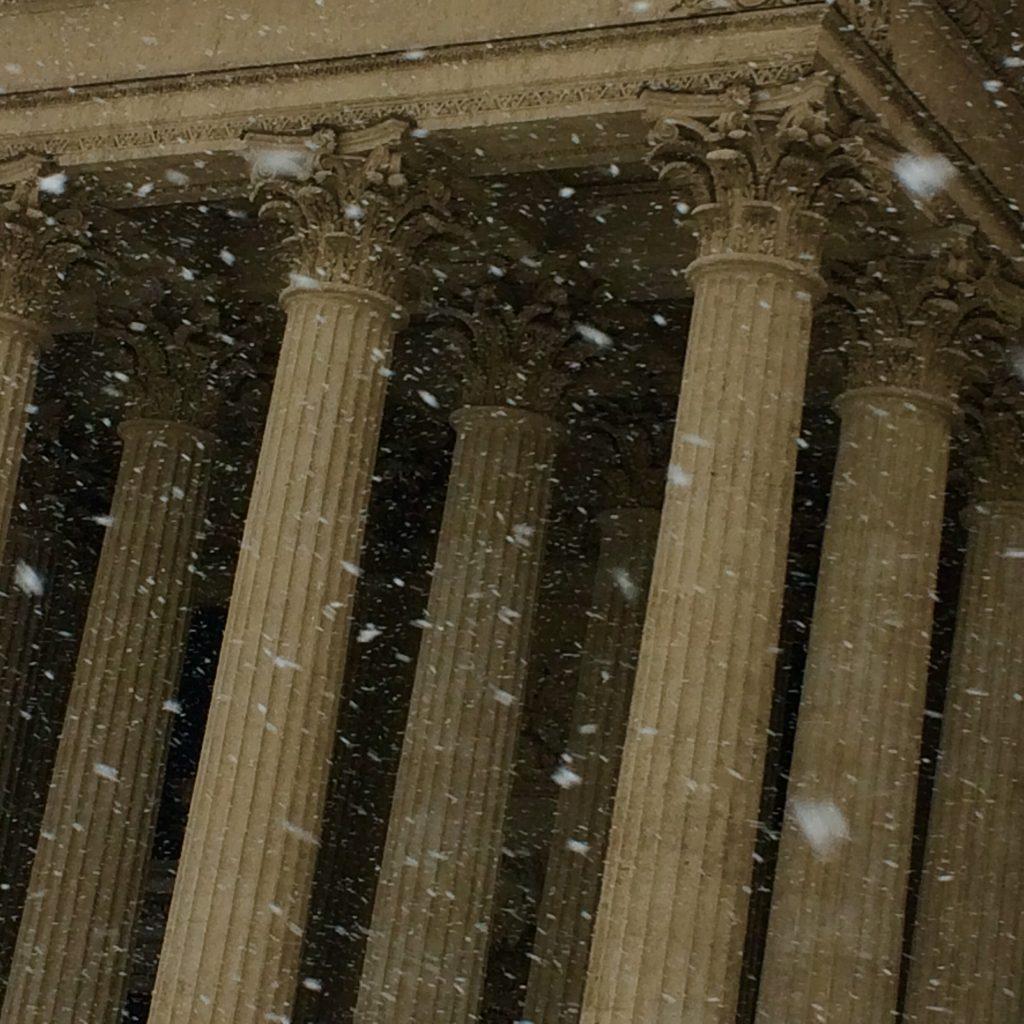 Колоннада Казанского собора, снег